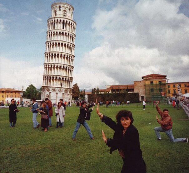 Turistas americanos danificam a Torre Inclinada de Pisa para tirar uma selfie
