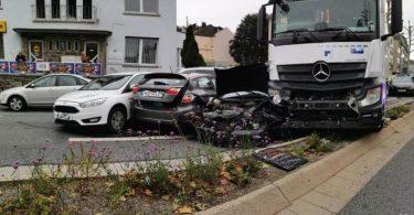 Accident ou attaque? 17 personnes blessées alors qu'un camion s'engouffre dans un arrêt de la circulation en Allemagne