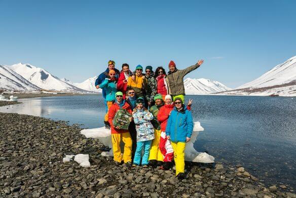 قامت مجموعة سياحية يابانية بتنظيم أول جولة لجزر الكوريل ألغتها روسيا