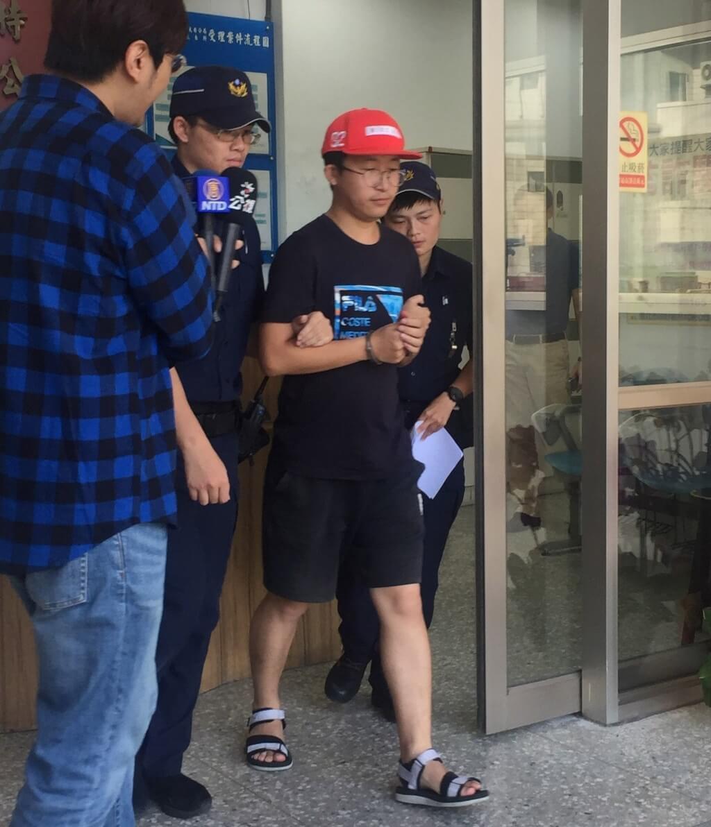 Tajvan rongálás miatt deportálja a kínai turistát a Tajvani Nemzeti Egyetemen