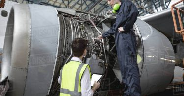 مهندسو صيانة الطائرات: إشراك الجيل القادم