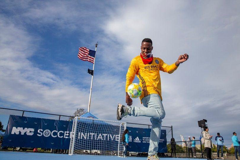 Etihad Airways New York City Soccer Initiation 30 مینی زمین در سطح شهر را جشن می گیرد