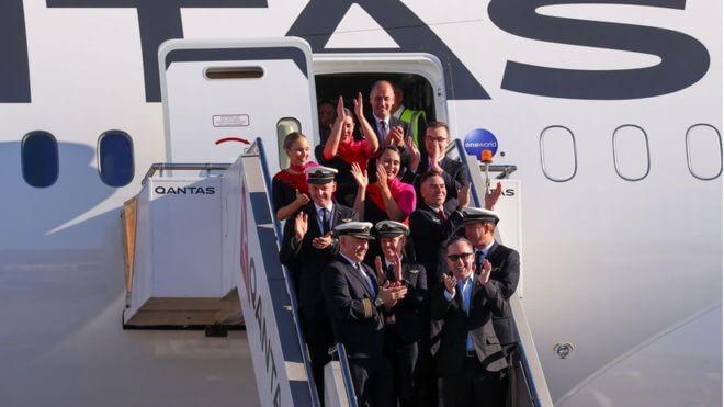 Qantas Airways: Aluksella melkein päivän ajan