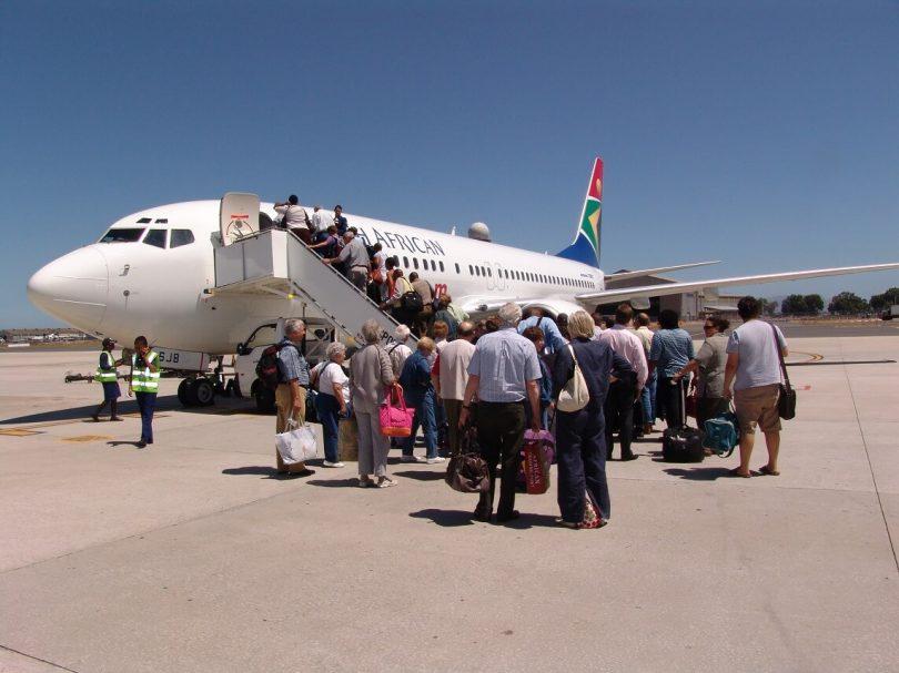 सकल कदाचार के आरोपों के बीच यूनियनों ने दक्षिण अफ्रीकी एयरवेज के पायलट की हड़ताल का समर्थन किया