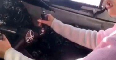 Η ρωσική αστυνομία αναζητά πιλότο που άφησε τη φίλη του να «οδηγήσει» το αεροπλάνο