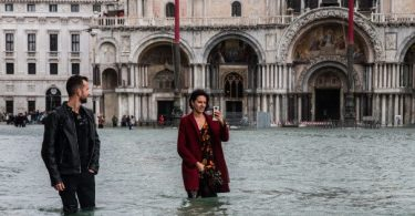 Tourists flee as 'apocalyptic' flood leaves 85% of Venice under water