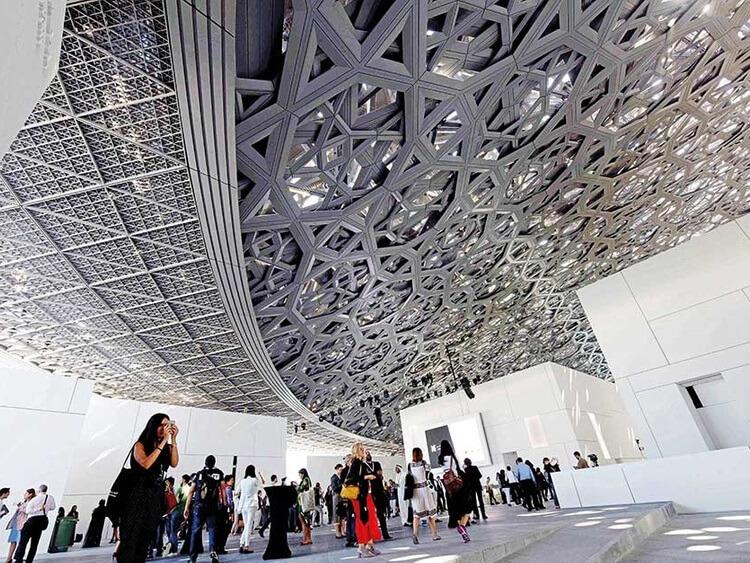 متحف اللوفر أبوظبي يحتفل بمرور عام على تأسيسه بحضور مليوني زائر