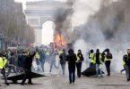 पर्यटकों को पेरिस से बचना चाहिए क्योंकि 'येलो वेस्ट' की तबाही फिर से बढ़ सकती है