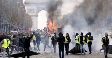 Turister bør undgå Paris, da kaoset med 'gule veste' blusser op igen