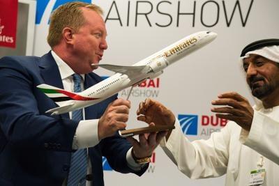 Η αεροπορική εταιρεία Emirates παραγγέλνει 30 jet Boeing 787-9 Dreamliner σε συμφωνία 8.8 δισεκατομμυρίων δολαρίων