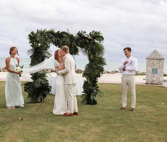 الحب في الهواء في جزيرة جراند باهاما