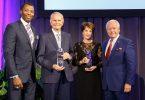 Bob Moore og Nancy Novogrod optaget i US Travel Hall of Leaders