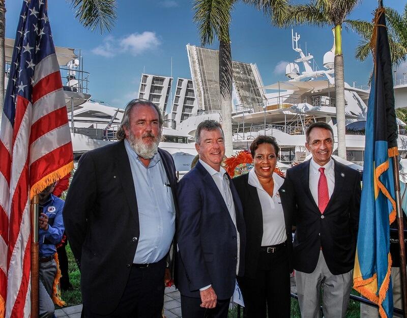 Bahama Turisma Ministro ĉeestas Internacian Boatan Ekspozicion: Laŭdas organizantojn por reklamado de Bahamoj