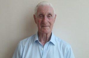 يعود بريت الذي ساعد في بناء مطار سيشل الدولي بعد 48 عامًا
