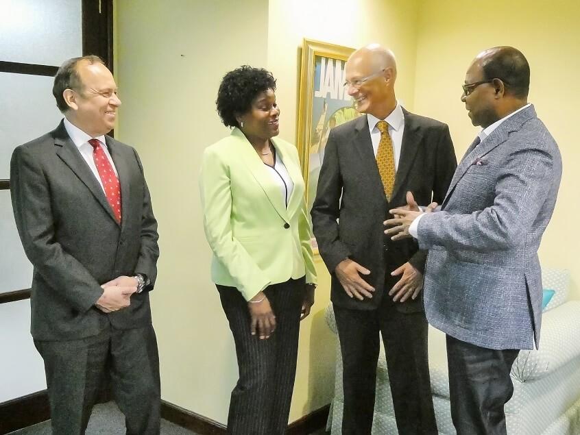 وزير السياحة في جامايكا بارتليت متفائل بشأن رحلة بيرو إلى جامايكا