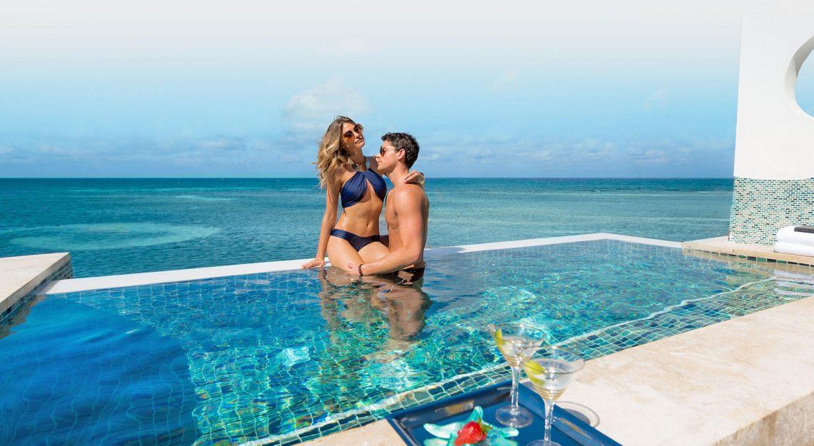 Sandal Resorts: Pantai Telanjang dan Topless di Jamaika