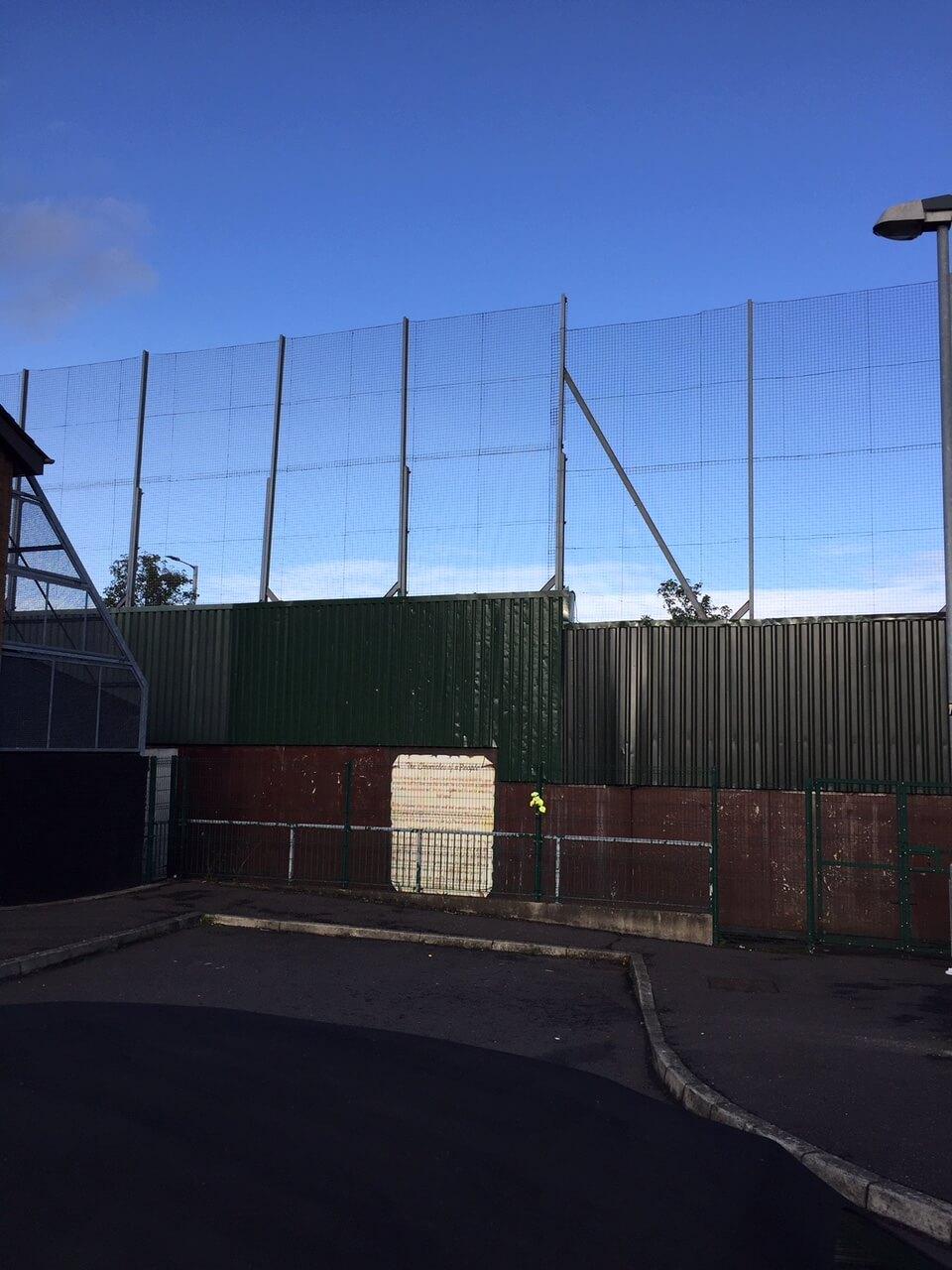 आयरलैंड: एक परेशान अभी तक मुग्ध भूमि