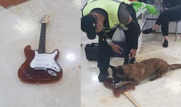 Kytara zcela vyrobená z kokainu zachycena na letišti v Cancúnu