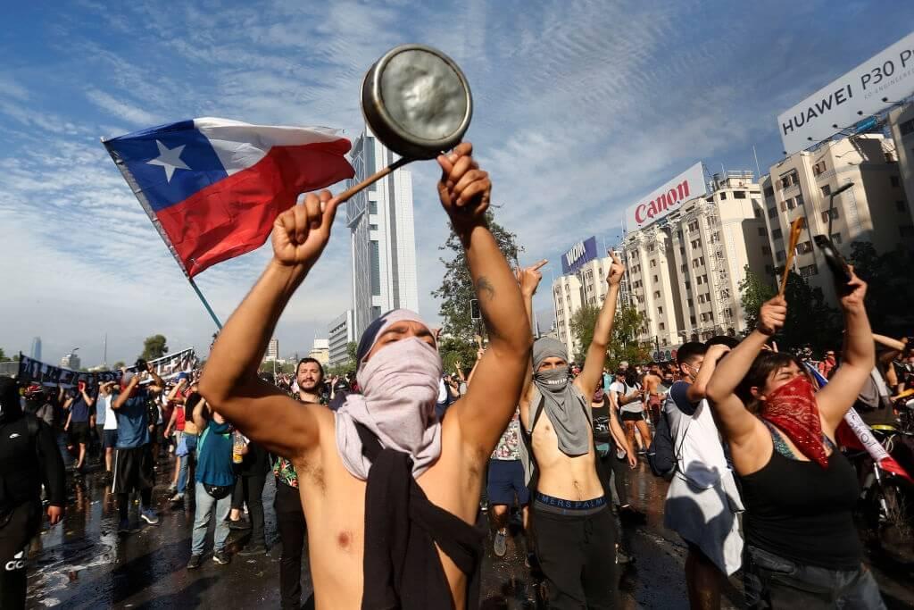 Kerusuhan telah mengakibatkan korban pelancongan di Chile