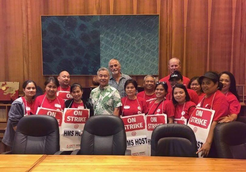 حاكم هاواي يتعهد بدعم عمال مطار هونولولو المضربين