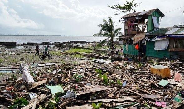 عيد الميلاد القاتل: الإعصار فانفون يقتل 16 في وسط الفلبين