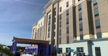 کارکنان رهبری در Hampton Inn & Suites خارج از تامپا اعلام کردند