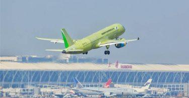 Το έκτο κινεζικό νέο μεγάλο επιβατικό αεροσκάφος C919 μεταφέρεται αεροπορικώς