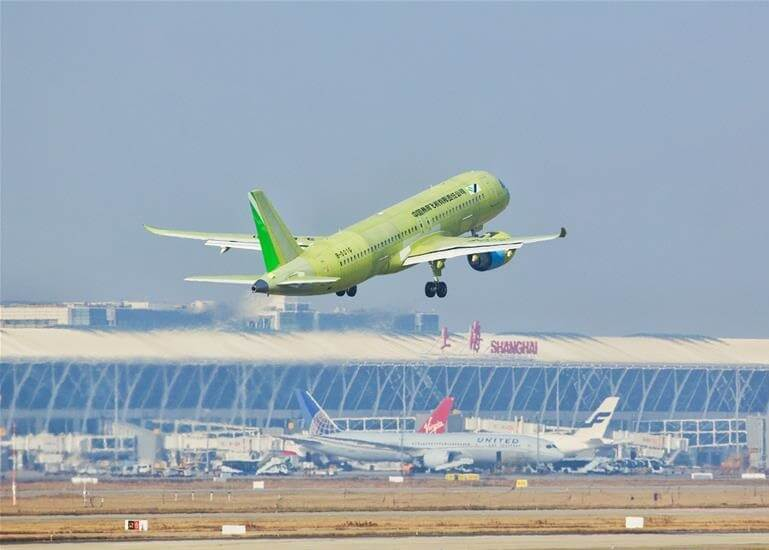 छठे चीनी नए C919 बड़े यात्री जेट को हवाई मिलता है