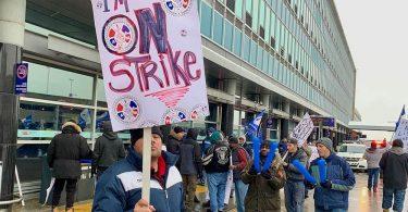 """أضرب عمال """"سويسبورت"""" في مطارات مونتريال"""