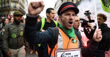 Ein massiver Streik wird den Zug-, Bus- und Flugverkehr in Frankreich stören