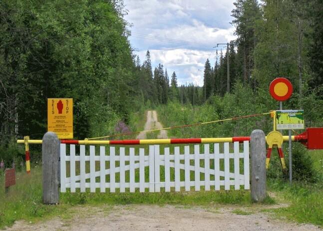 Estafador establece una frontera falsa entre Rusia y Finlandia y acusa a los ilegales de cruzarla