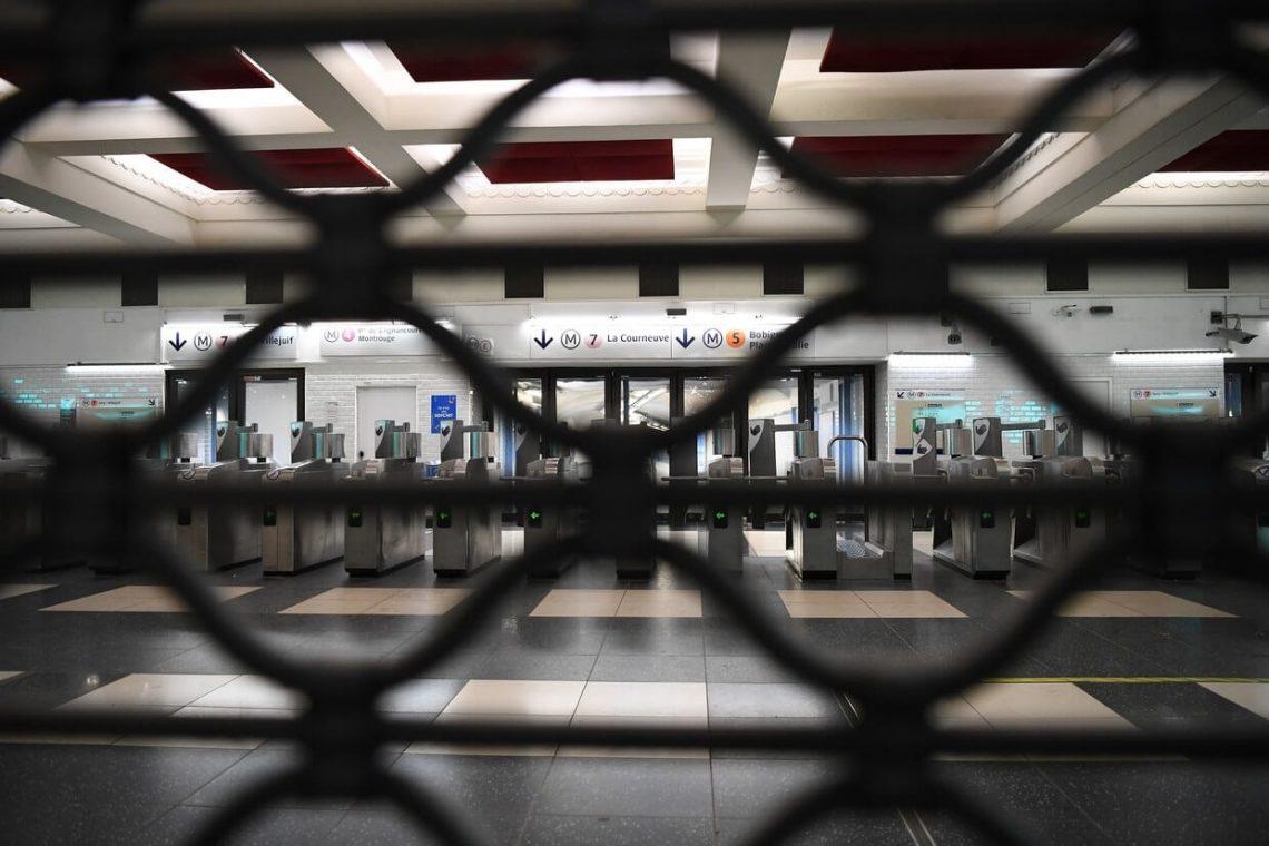 Greve paralisa o transporte em toda a França e fecha atrações turísticas