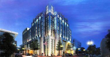 Հիգինս հյուրանոցը և համաժողովների կենտրոնը նշում են Գլխավոր տնօրեն և վաճառքի տնօրեն