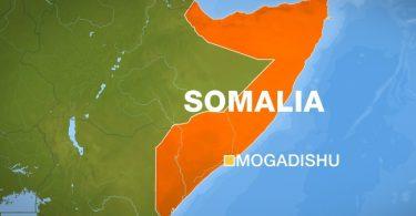 Tungt skud og tilskadekomne: Bevæbnede terrorister stormer luksushotel i Mogadishu