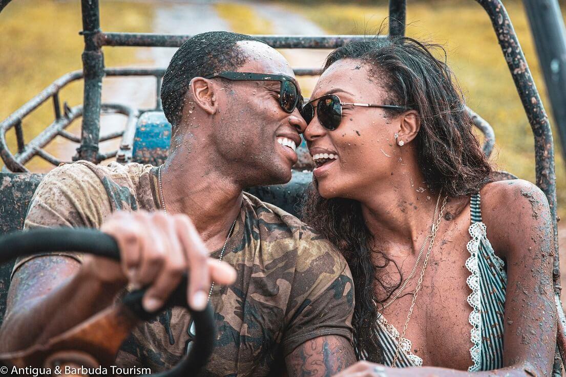 Supermodel echtpear Afiya Bennett en Lloyd Dickenson op in romantyske houliksreis yn Antigua en Barbuda