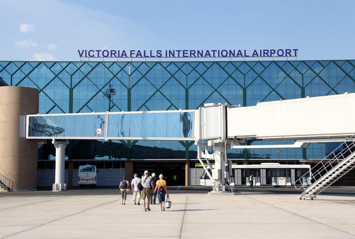 Apa Bandara lan Turis Turis Turisme sing Ndandani 300% Inflasi ing Zimbabwe?