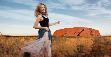 News: Kylie Minogue woos Brits to sunny Australia