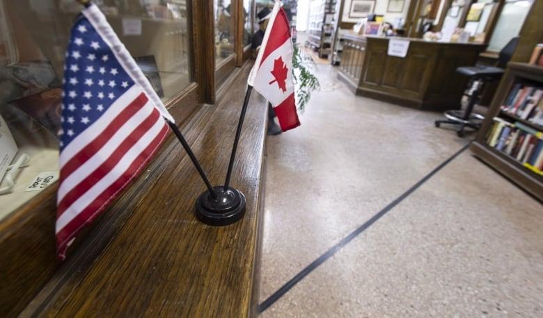 Canadenses viajando para ou através dos EUA devem prestar muita atenção aos seus direitos restritivos
