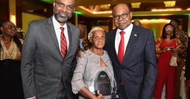 Jamajský ministr cestovního ruchu Bartlett pozve finalistky Miss World na návštěvu Jamajky
