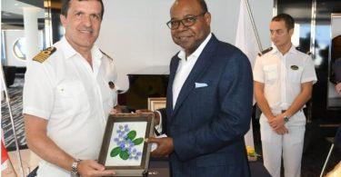 Ο υπουργός της Τζαμάικα αναμένει 50,000 επιβάτες κρουαζιερόπλοιων στο Ocho Rios