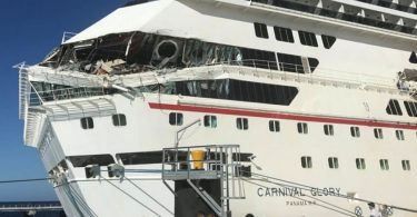 Cozumel में दो कार्निवल क्रूज जहाज टकराते हैं