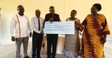 観光収入はウガンダ国立公園のコミュニティで重要な役割を果たしています