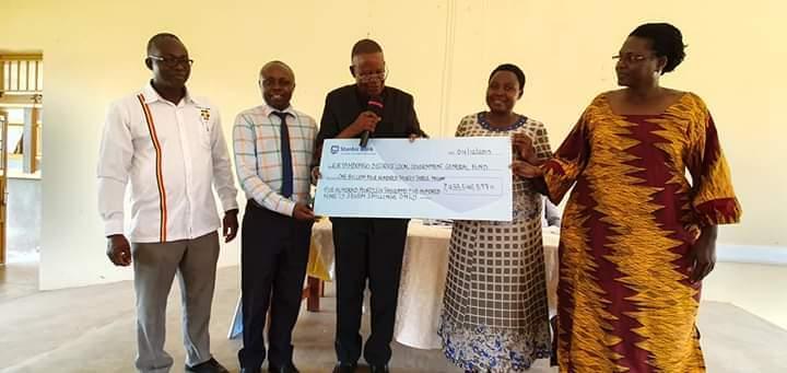 युगांडा नेशनल पार्क समुदायों में पर्यटन राजस्व महत्वपूर्ण भूमिका निभाता है