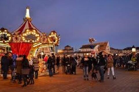دهکده کریسمس میلان مگا: بزرگترین در کل ایتالیا