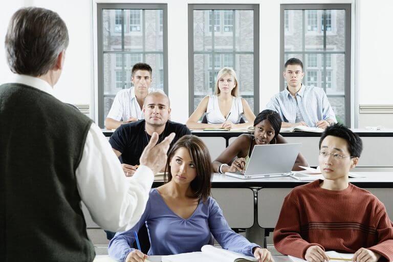 نکاتی برای آموزش دانش آموزان در مورد دنیای تجارت