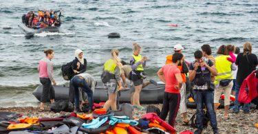 """Görögország reméli, hogy az """"úszó akadály"""" kiszorítja a migránsokat"""