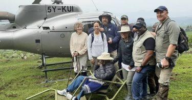 100歳のチャールズンジョンジョがムガヒンガ山国立公園でマウンテンゴリラを追跡