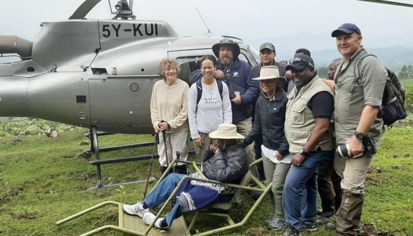 100-årige Charles Njonjo sporer bjerggorillaer ved Mt Mgahinga National Park