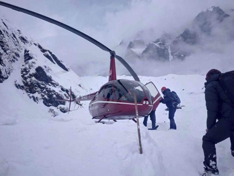 Hledání přeživších himálajských lavin bylo odvoláno a 200 zachráněno, 7 stále nezvěstných