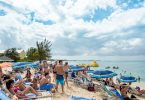 Isole Cayman: Oltre a mità di milioni di visitatori di notte in 2019